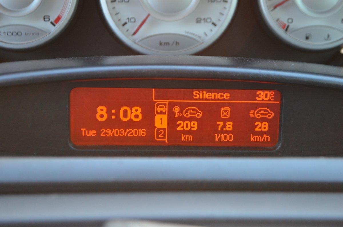 большой расход топлива ситроен с8 причины