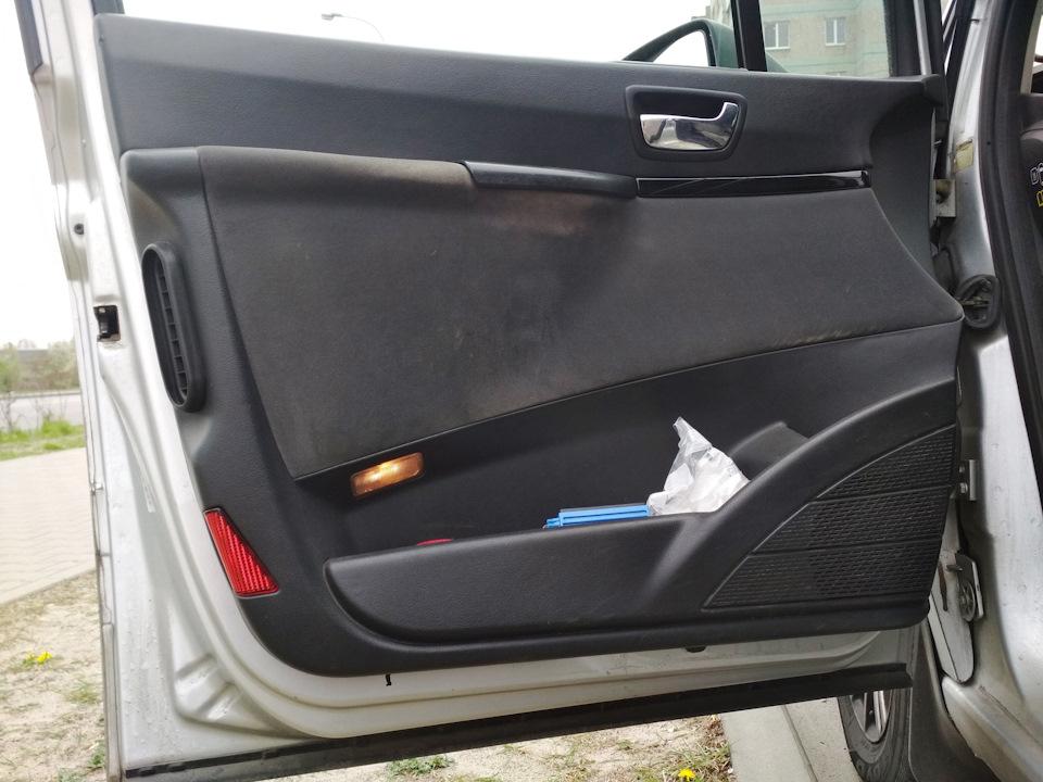 Ремонт внутренней ручки водительской двери.